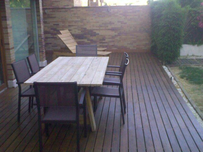 https://www.topmadera.com/wp-content/uploads/grapa-de-pvc-para-tarima-de-ipe-exterior-en-jardin-en-madrid-667x500.jpg